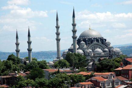Tarihi camilere akın vardı