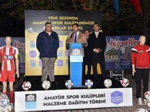 Beşiktaşta Amatör kulüplere malzeme yardımı yapıldı