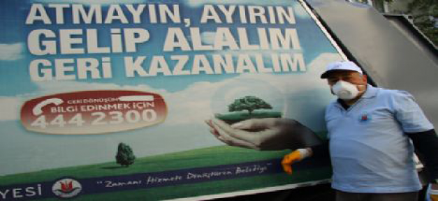 Prof. Dr. Orhan Kural çöp topladı