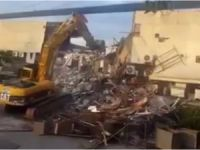 İstanbul Büyükşehir Belediyesi Ünlü Gece Kulübünü yıktı..!