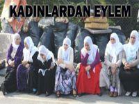Kadınlardan Taksim'de oturma eylemi