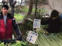 Yasak olmasına rağmen, İstanbul'da pazara çocuklar getirildi