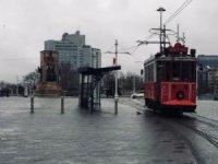 İstanbul'da nostaljik tramvay durduruldu
