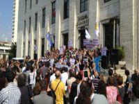 TRT'de protestolu kutlama