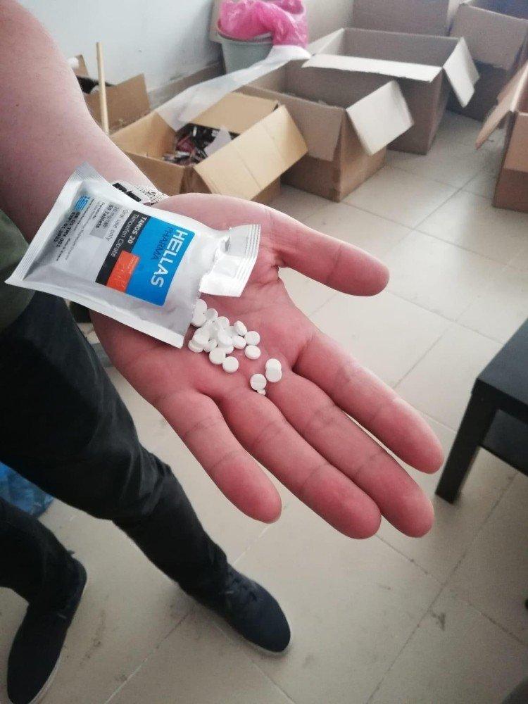 Kadıköy ve Ataşehir'de 819 bin kaçak ilaç ele geçirildi